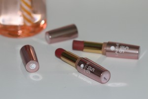 lakme 9to5 lipsticks in Red Chaos and Toffee Nexus