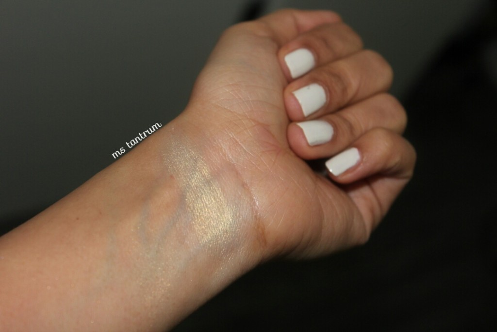BarryM nailpaint - Cream Soda and MUR Vivid baked highlight in Golden lights