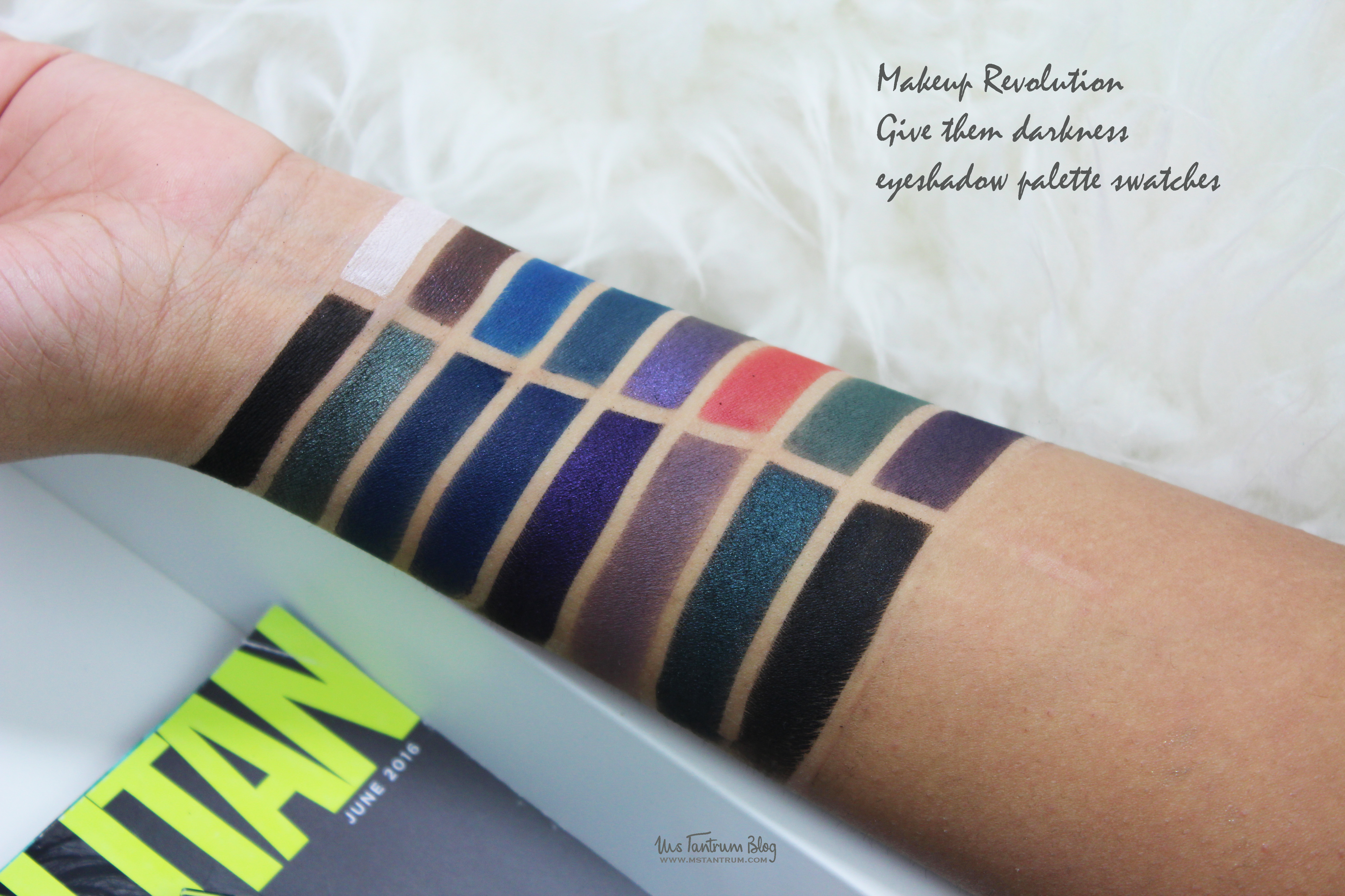 Makeup Revolution - Give them Darkness Eyeshadow Palette